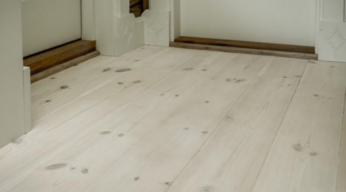 Naturalios, aukštos kokybės pušinės grindlentės.