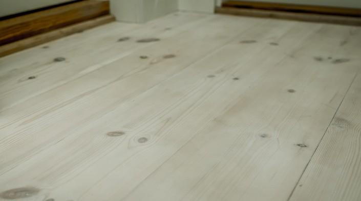 Aukštos kokybės skandinaviškos pušies grindlentės.