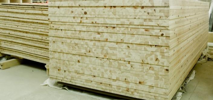 Pušiniai baldiniai skydai puiki žaliava mediniams baldams ir durims.