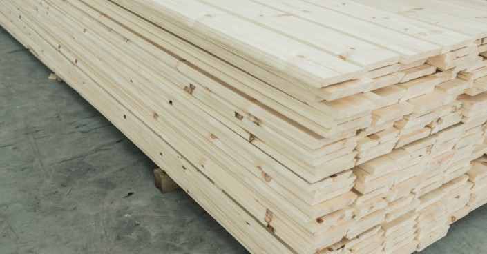 Medenio apvadai yra aukštos kokybės, pagaminti iš skandinaviškos lėtai augančios pušies arba eglės medienos.