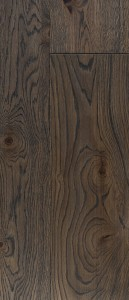 Basalt Grey spalvos ąžuolinės grindys atrodo ypač prabangiai.