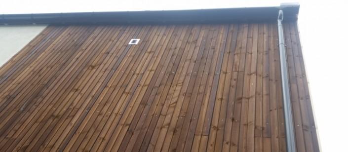 Stačiai sumontuotos Dubbel profilio fasado dailylentės atrodo labai moderniai ir stilingai.