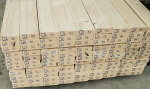 Statybinė konstrukcinė kalibruota graduota eglinė mediena