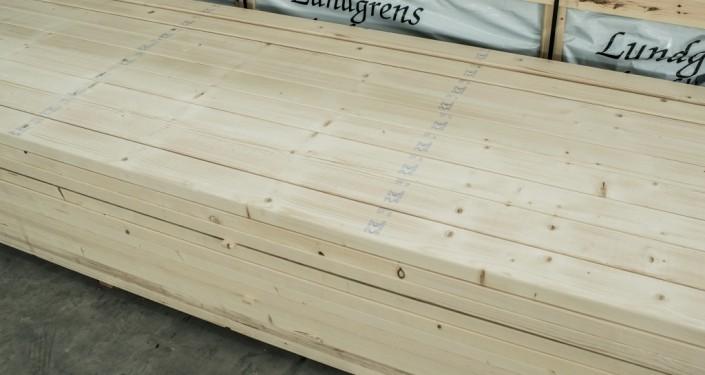 Medenio statybinė konstrukcinė mediena yra aukštos kokybės, pagaminta iš lėtai augančios švediškos medienos.