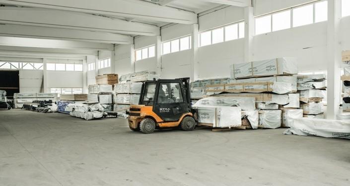 Pagrindinių matmenų statybinės medienos visada turime sandėlyje ir galime pristatyti per 2 darbo dienas.